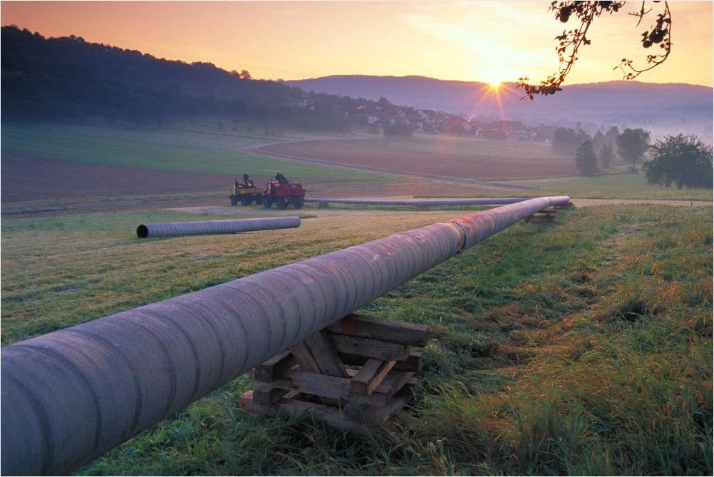 Die Nutzbarmachung erneuerbaren Stroms in der Wärmeerzeugung und als Treibstoff wird unter dem Stichwort Sektorenkopplung diskutiert.