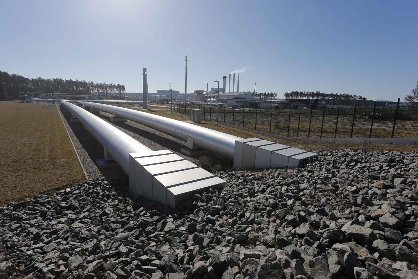 Die Anlandestation von Nord Stream in Deutschland befindet sich am Energiestandort Lubminer Heide in der Nähe von Greifswald. Das 12 Hektar große Gelände umfasst auch die Übernahmestation der Nord Stream-Anschlussleitungen OPAL und NEL. Im Eingangsbereich der Anlandestation sind Ausdehnungsbögen eingebaut, um eine eventuelle Ausdehnung der Pipeline auszugleichen. Daran schließen sich Sicherheitsabsperrventile und die Molch-Empfangsschleusen an. Das russische Erdgas wird auf der Übernahmestation in die anschließenden Leitungsstränge von OPAL und NEL eingespeist und für den Weitertransport im europäischen Fernleitungssystem vorbereitet.