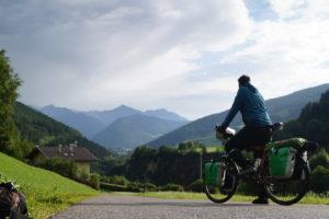 Santiago Tascon, der spanische Berliner, berichtet von seiner Reise durch Europa mit dem Fahrrad.