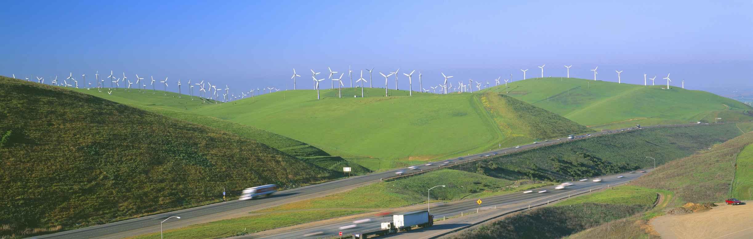 Windmühlen so weit das Auge reicht: Die Entwicklung der Erneuerbaren, wie hier in Californieren last sich nicht mehr aufhalten.