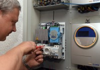 Elektroheizungen aufgewertet - Montage der Steuerbox im NETZlabor Boxberg