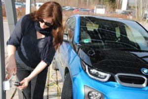 """Klima. Abbildung 1: Zum Laden von batterieelektrischen Autos reicht eine """"normale"""" Steckdose."""