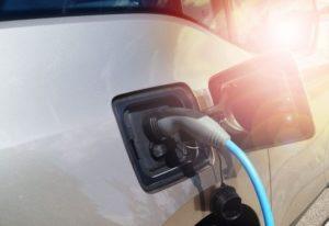 Wann die Elektromobilität den Tipping-Point erreicht, darüber herrscht ein uneinheitliches Bild, so das Ergebnis unserer Umfrage.