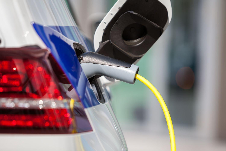 Elektroauto: Auch das Tanken sollte bald kein Problem mehr sein.