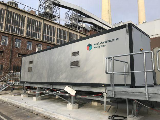 Bild: Batterie Hintergrund, Stromspeicher – ein zentrales Element in der dezentralen Energiewelt